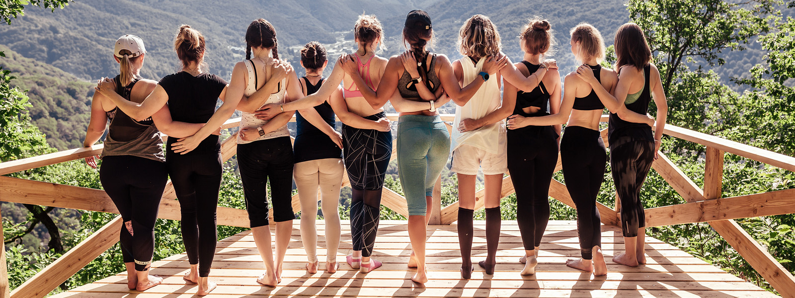 What is the difference between yoga pants and leggings?